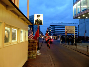 Checkpoint Charlie - únor '09, autor: Michal Prouza