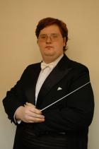 Dirigent Jiří Korynta (Zdroj: www.praguefilmorchestra.com)