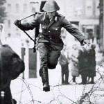 Hvězdná fotografie Berlínské zdi – Conrad Schumann dezertuje