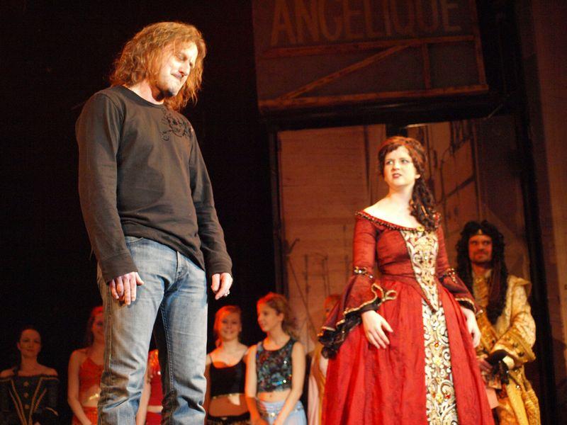 Fan Angelika, zdroj: galerie.alanbastien.com