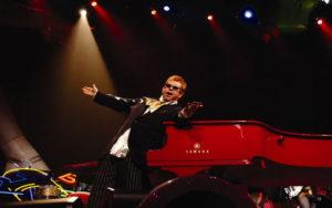 Elton John, zdroj: eltonjohn.com