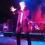 Billy Idol v Praze: 32 let tvorby v 90 minutách