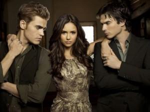 Elena spolu s bratry Salvatorovými (Zdroj: www.vampire-diaries.cz )