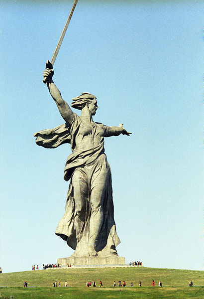 410px-RIAN_archive_639058_'The_Motherland_is_Calling!'_sculpture