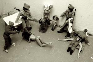 foto: Lukáš Houdek, ŽATEC, červen 1945, hledání ukrytých šperků a znásilnění žen a dětí v žateckých kasárnách
